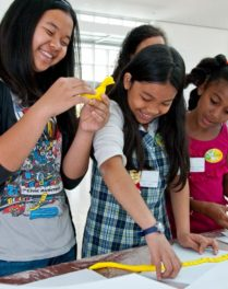 """""""Art Together"""" Program Ignites Students' Enthusiasm for Museums"""
