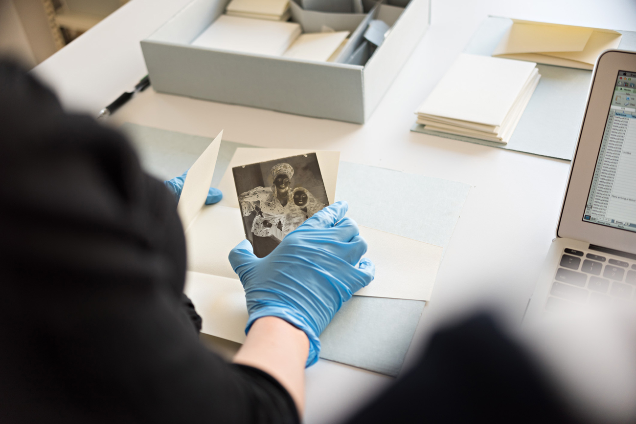 Inspection of a glass-plate negative