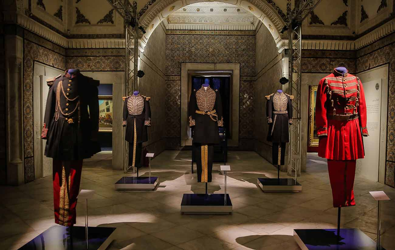 Military and ceremonial uniforms