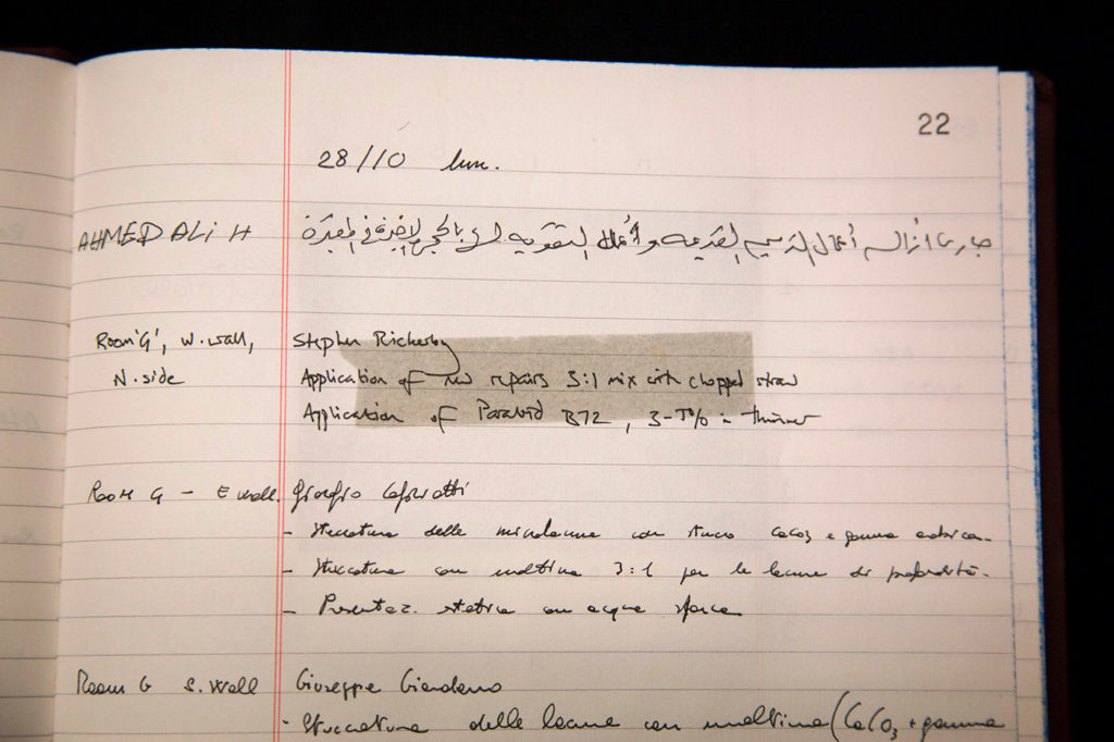 A lined page shows handwritten notes in different languages.
