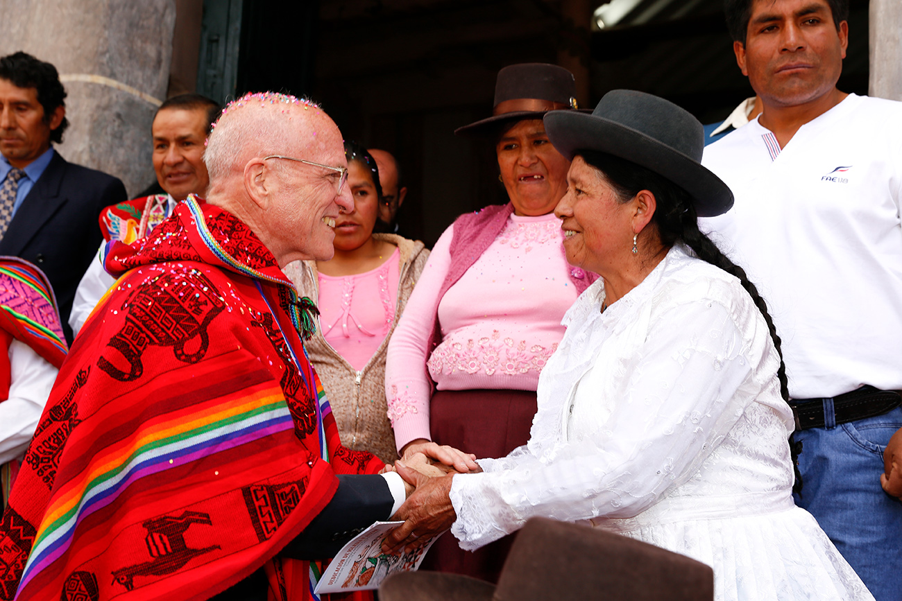 Getty President Jim Cuno holds hands with Felicitas Cardenas on the steps of the Church of Kunotambo.