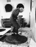 Richard Serra during the proofing session of his series, 'Rounds', in the Gemini artist studio, 1998. Photograph © 1998 Sidney B. Felsen